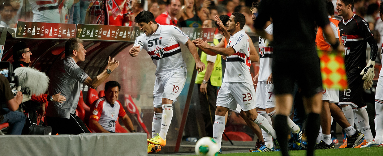 LISBON, PORTUGAL - AUGUST 03: Aloisio Dos Santos (R) of Sao Paulo FC celebrates scoring their opening goal with his head coach Paulo Autuori (L) during the Eusebio Cup match between SL Benfica and Sao Paulo FC at Estadio Da Luz on August 3, 2013 in Lisbon, Portugal.  (Photo by Gonzalo Arroyo Moreno/Getty Images)